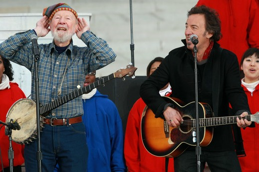 Bruce.Springsteen.and.Pete.Seeger.in.2009