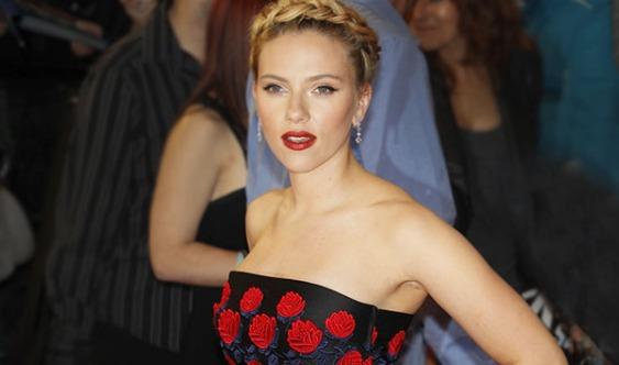 Scarlett Johansson gets drunk with her 72-year-old doppelgänger Geraldine Dodd